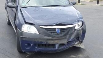Accident rutier pe strada Baba Novac . Logan avariat. FOTO ISU Dobrogea
