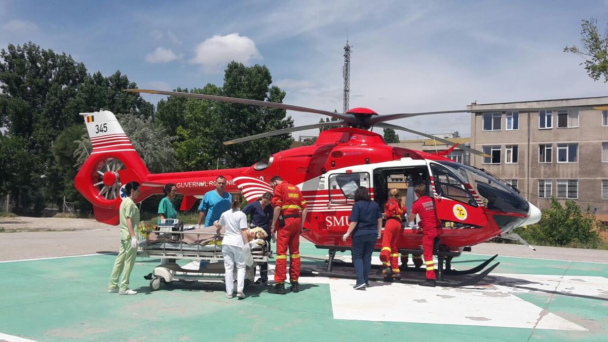 Elicopoter SMURD cu pacient pe heliportul SCJU Constanța