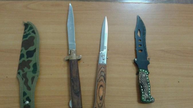 Armele albe găsite de jandarmi asupra suspecților