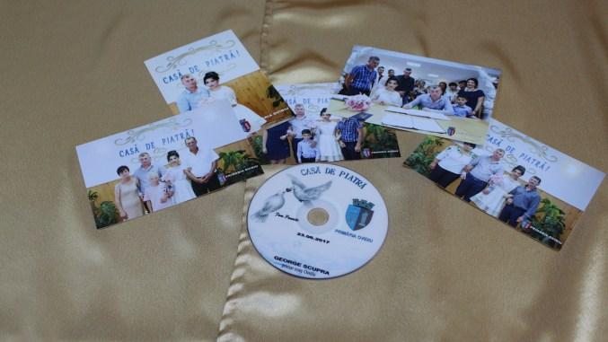 Cadouri pentru tinerii căsătoriți de la Primăria Ovidiu. FOTO Adrian Boioglu