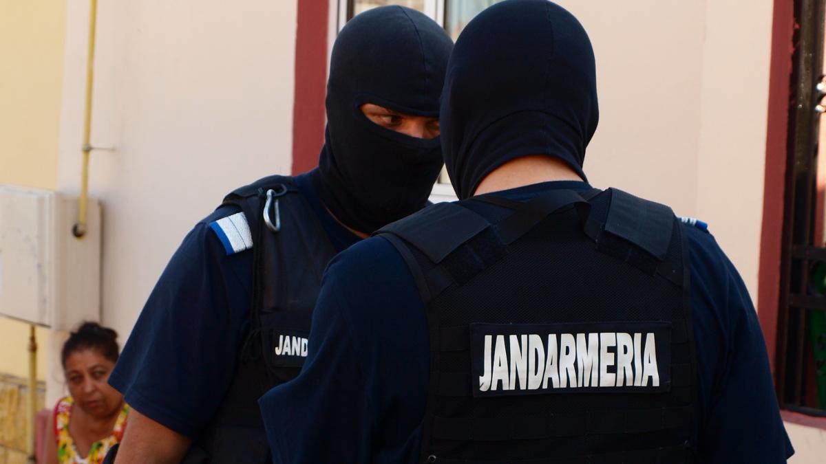 Jandarmi mascati la descidneri – perchezitii