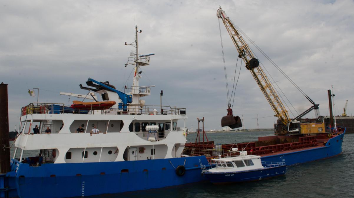 Nava dragaj in Portul Midia (1)