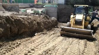 Lucrările la sistemul de preluare a apelor de pe străzi, este aproape gata. FOTO Catalin Schipor