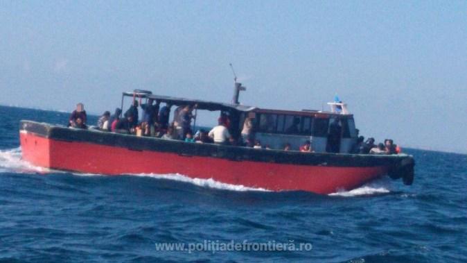 ambarcatiune-pescador cu migranti