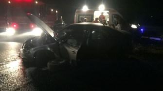 Doi adulți și un minor au fost răniți după ce mașina în care se aflau a intrat în sensul giratoriu. FOTO ISU Dobrogea