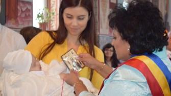 Bebeluși aflați în asistentă maternală au fost botezați la Cumpăna. FOTO Primăria Cumpăna