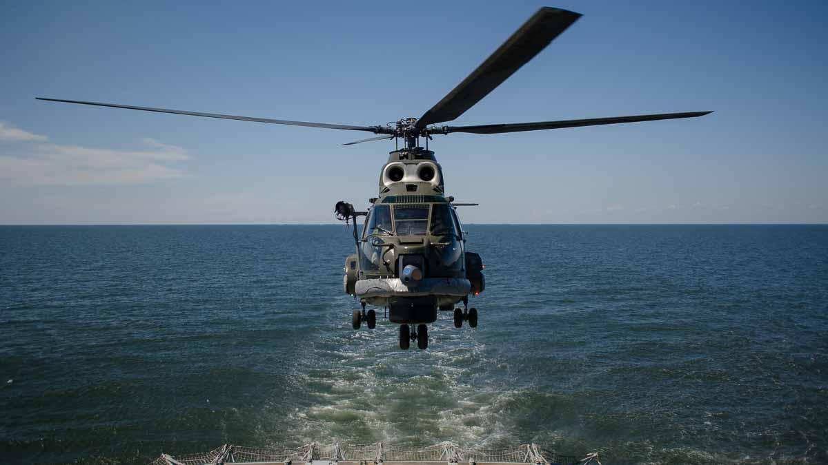 Elicopter Puma Naval in zbor (1)