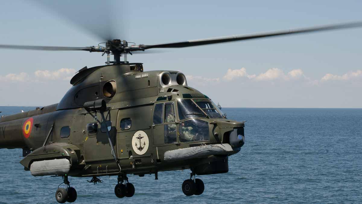 Elicopter Puma Naval in zbor (4)