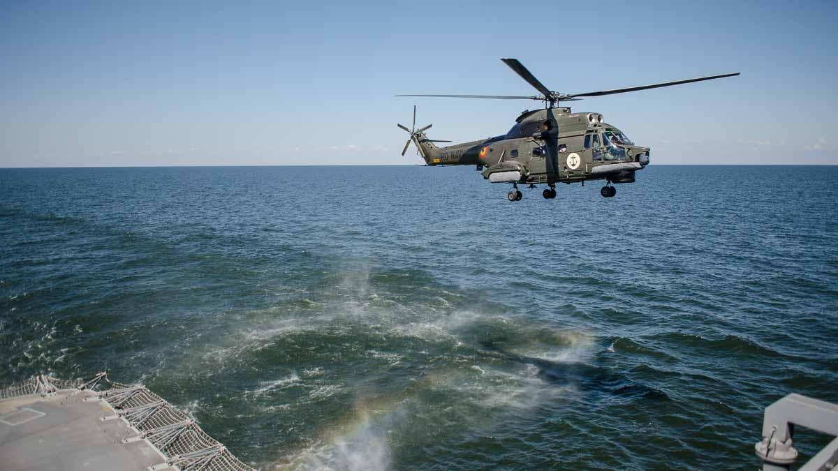 Elicopter Puma Naval in zbor (6)