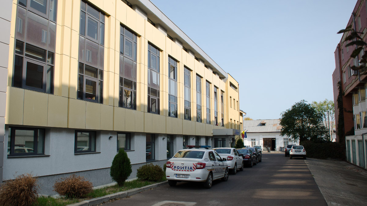 Masina de politie in fata Parchet Tribunal si Judecatorie Constanta (2)