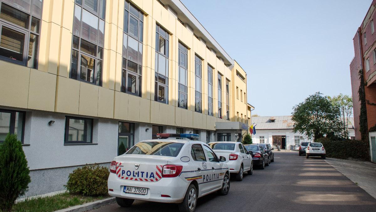 Masina de politie in fata Parchet Tribunal si Judecatorie Constanta (4)