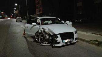 Mașina studentului străin a fost serios avariată după impactul cu mașina poliției
