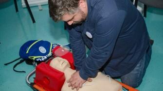 Dr. Dan Pletea - ASMV (Asociatia Medicilor si Studentilor Voluntari) a prezentat cum se acordp primul ajutor. FOTO Catalin Schipor