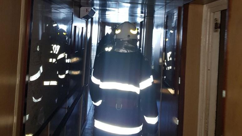 Pompierii ISU Dobrogea au intervenit pentru stingerea incendiului izbucnit la bordul navei. FOTO ISU Dobrogea