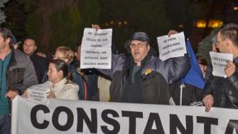 Constănțenii au ieşit în stradă pentru a protesta față de proiectul de modificare a legilor Justiției. FOTO Cătălin Schipor