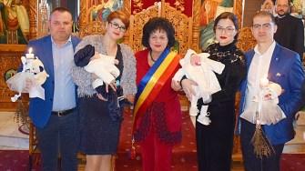 Șase copii abandonați au fost botezați cu sprijinul autorităților din Cumpăna. FOTO Primăria Cumpăna