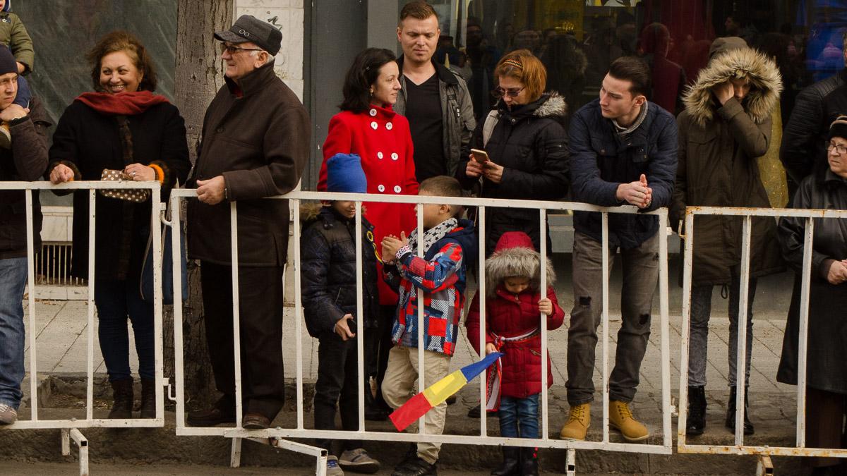 Fiecare a purtat tricolorul așa cum a vrut. FOTO Cătălin Schipor