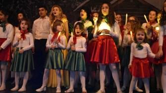 100 de copii și tineri protejați în centrele de plasament ale DGASPC au susținut un spectacol de Crăciun. FOTO DGASPC Constanța