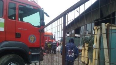 Pompierii ISU Dobrogea au intervenit pentru a scoate trupul bărbatului strivit de container. FOTO CTnews.ro