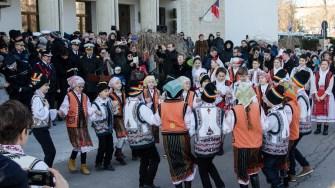 Ansamblul de dansuri populare de la Palatul Copiilor a dansat în fața oficialilor și a spectatorilor. FOTO Cătălin Schipor