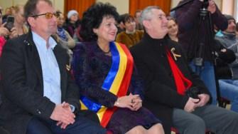 Primarul Mariana Gâju și alte oficialități civile și militare au celebrat cei 159 de ani de la Unirea Principatelor. FOTO Primăria Cumpăna