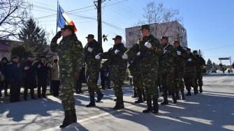 Militarii UM 01737 Topraisar au defilat în Cumpăna. FOTO Primăria Cumpăna