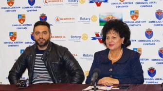 Primarul Cumpenei, Mariana Gâju l-a ales pe Vasilică Cristocea să îi antreneze pe fotbaliștii din Cumpăna.FOTO Primăria Cumpăna