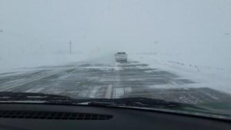 Vântul puternic spulberă zăpada