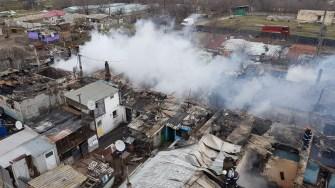 Pompierii au luptat mai bine de 7 ore pentru stingerea incendiului. FOTO ISU Dogbrogea