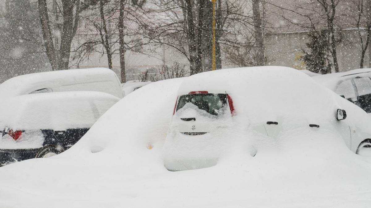zapada iarna oameni masini trafic (13)