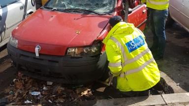 Primele mașini abandonate în municipiul Constanța au fost ridicate. FOTO Poliția Locală Constanța