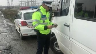 Polițiștii au verificat mai multe microbuze. FOTO IPJ Constanța