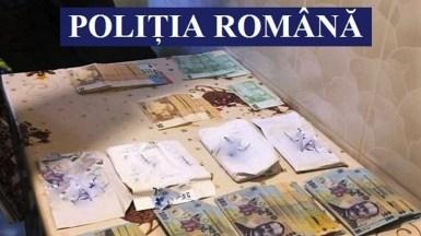 În urma perchezițiilor au fost găsite mai multe sume de bani. FOTO IPJ Constanța