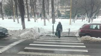 Angajații Polaris continuă lupta cu zăpada. FOTO Primăria Constanța