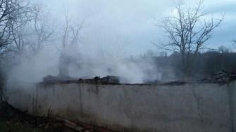 O casă din Dobromir Deal a ars în totalitate, un bărbat fiind găsit decedat în interiorul ei. FOTO ISU Dobrogea