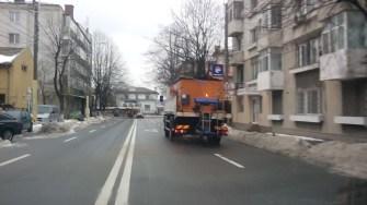 Utilajele Polaris au început să împrăștie material antiderapant. FOTO Primăria Constanța