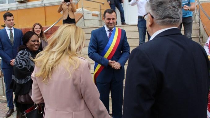Primarul Valentin Vrabie a primit o delegație a ambasadorilor de țări africane la Medgidia. FOTO Adrian Boioglu