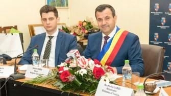 Primarul Valentin Vrabie și City Managerul Bogdan Moșescu. FOTO Alexandru Bran