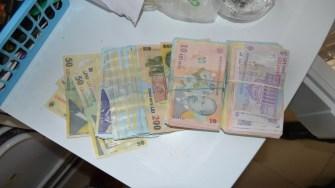 Banii găsiți la suspecți au fost indisponibilizați. FOTO Poliția de Frontieră