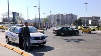 Parcatul mașinilor la întîmplare îi costă scump pe unii șoferi. FOTO Schipor Cătălin