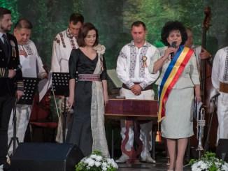 """Primarul Mariana Gâju la deschiderea Festivalului """"Dor de Când Românesc"""". FOTO Primăria Cumpăna"""