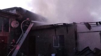 Pompierii s-au luptat peste trei ore cu flăcările. FOTO ISU Dobrogea