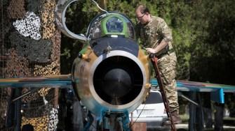 Membri ai Parlamentului Britanic au vizitat personalul Forțelor Aeriene Regale din baza Mihail Kogălniceanu. FOTO SAC Charlotte Hopkins RAF