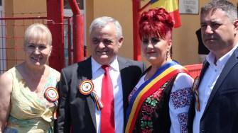 Primarul Dorinela Irimia și Neculai Onțanu. FOTO Adrian Boioglu