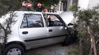 Pentru salvarea șoferul a fost nevoie de intervenția pompierilor de la descarcerare. FOTO IPJ Constanța