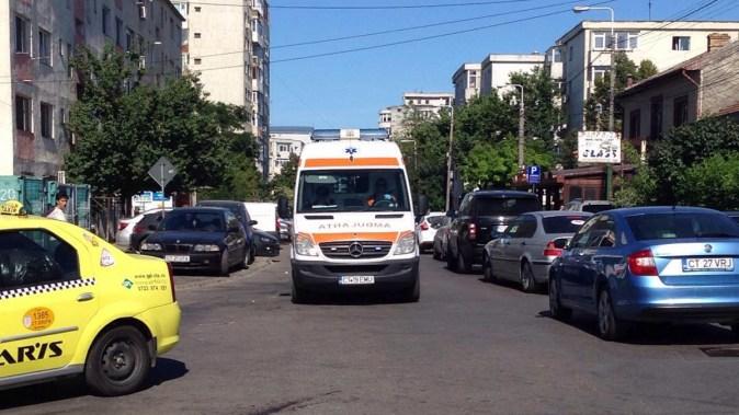 Echipajul medical a ajuns la locul accidentului. FOTO CTNews.ro