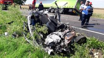 În urma impactului, șoferul autoturismul a decedat. FOTO ISU Dobrogea