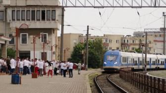 Simpatizanții PSD și membrii de partid s-au strâns în Gara CFR Constanța pentru a pleca la București. FOTO Cătălin SCHIPOR