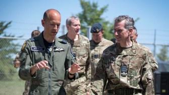 Șeful Statului Major al Forțelor Aeriene Regale în vizită la Mihail Kogălniceanu. FOTO RAF
