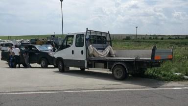 Șoferul autoutilitarei a virat stânga peste linia dublă continuă, de pe banda 1. FOTO CTnews.ro